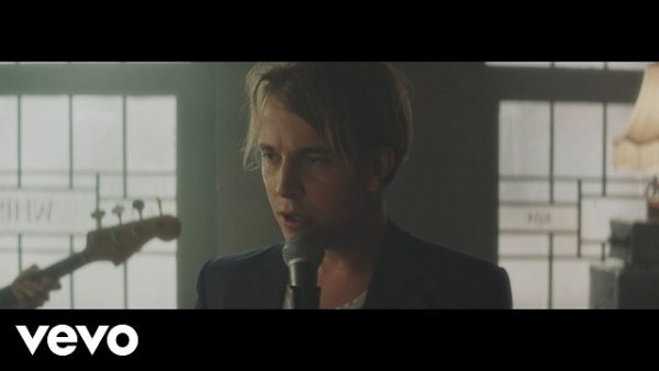Tom Odell Go Tell Her Now Video Musika Cloud