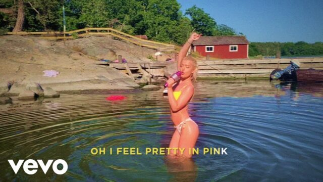 Alice Chater Pretty In Pink (lyric Video)